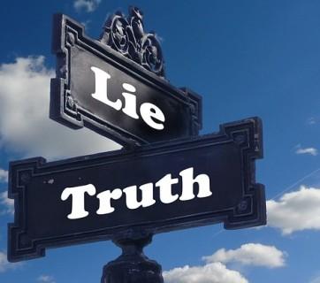 Tabliczki z napisami prawda i kłamstwo
