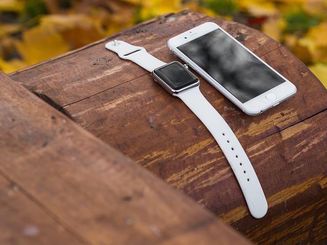 iwatch-iphone