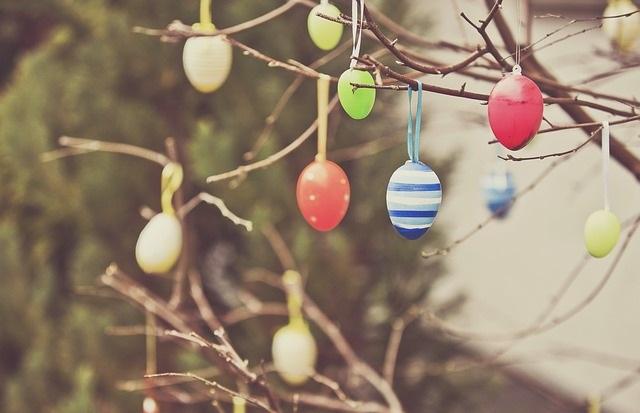 Jajka wiszące na drzewku