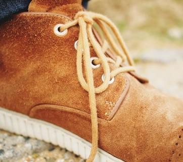 zamszowe brązowe buty męskie