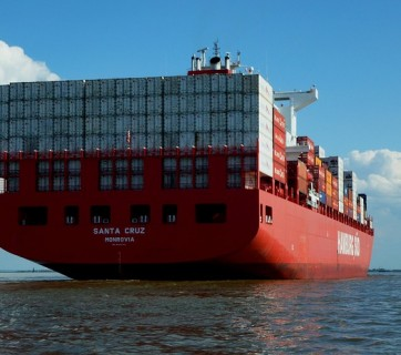 statek z kontenerami