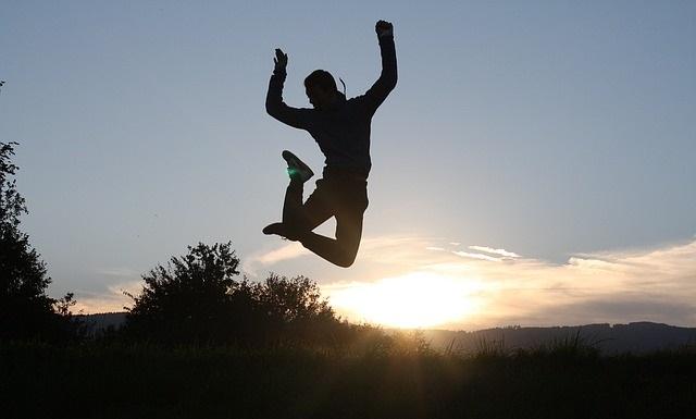 Skaczący człowiek
