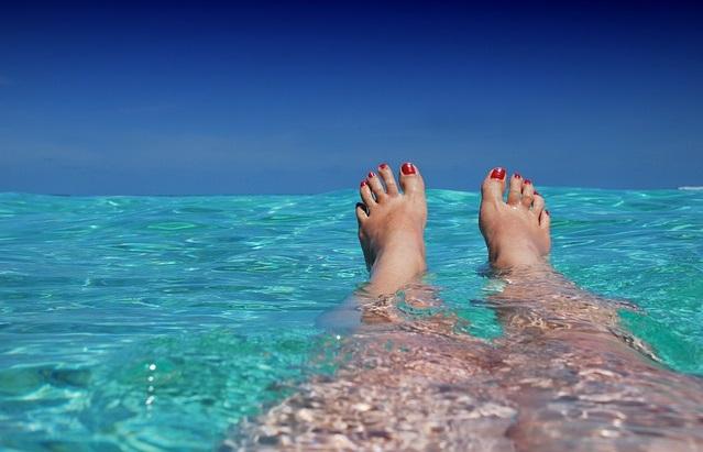 Nogi znajdujące się w wodzie