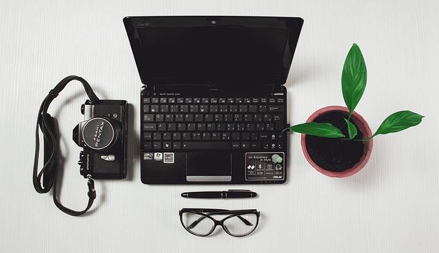 Komputer, aparat i przyrzedy do pracy