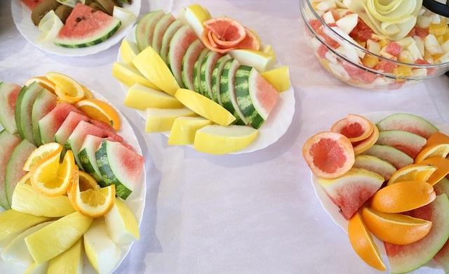 Talerze owoców