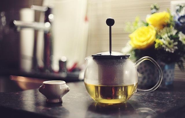 Zielona herbata w czajniku