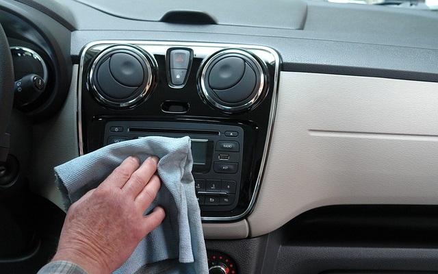Czyszczenie samochodu od wewnątrz