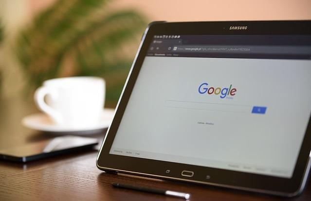 Tablet z przeglądarką google