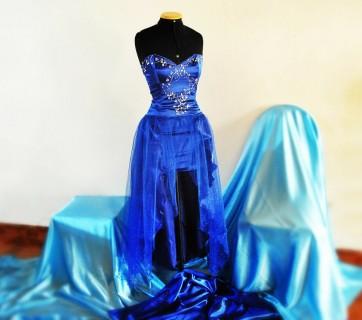 sukienka na manekinie