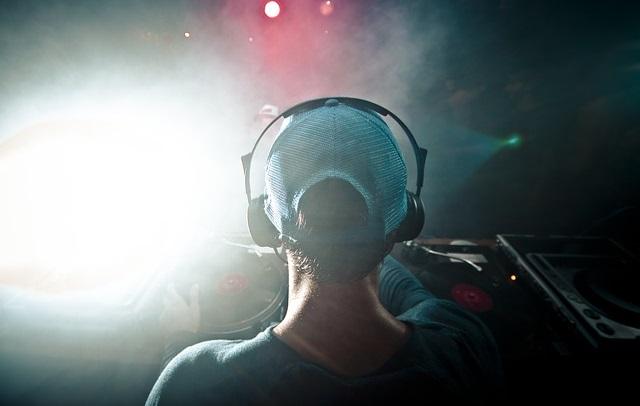 DJ w klubie