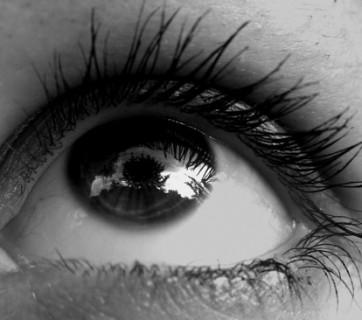 oko z makijażem