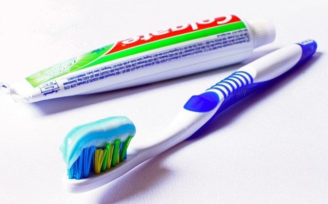Szczoteczka do zębów i pasta