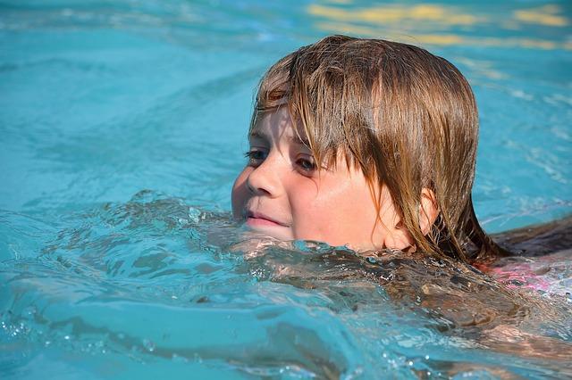 mała pływaczka