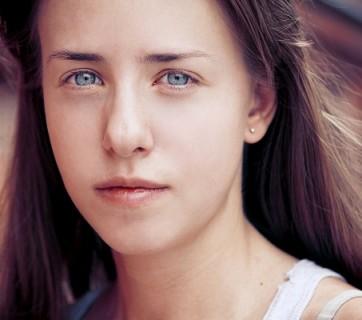 Dziewczyna z niebieskimi oczami
