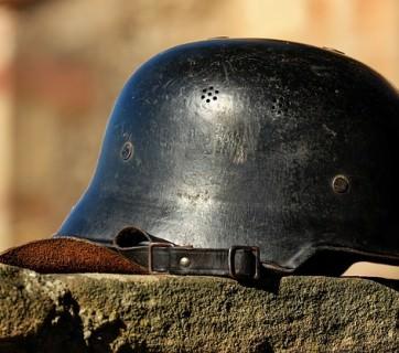 żołnierski hełm