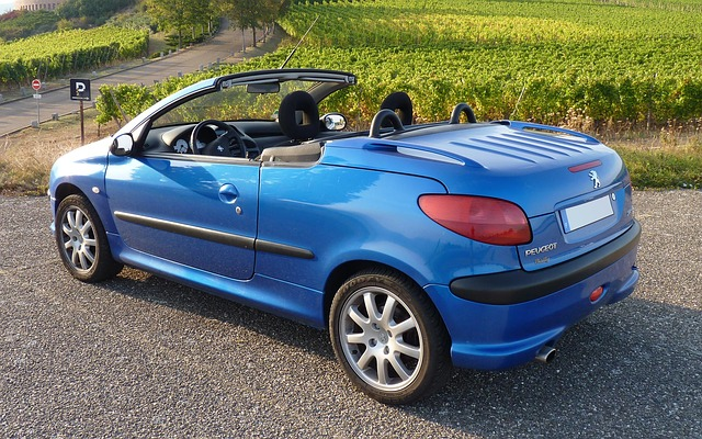 Peugeot cabrio niebieski